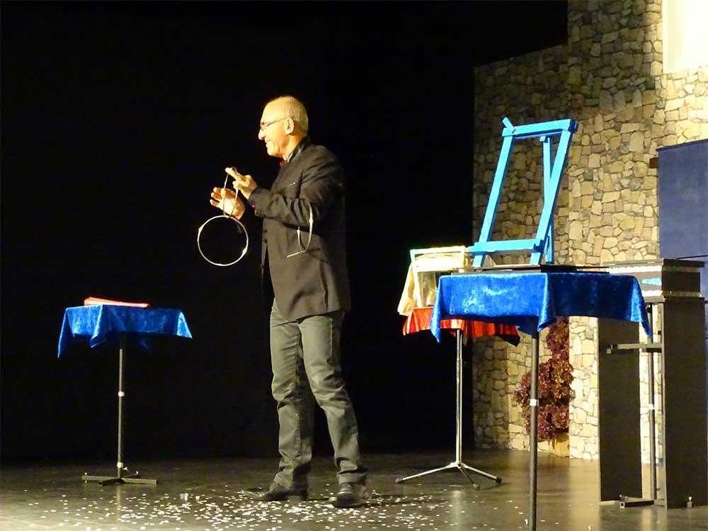 Jean Pi Magicien : Show, Close-up, Spectacle Enfants, Stage de magie . Bretagne, Normandie et Pays de la Loire